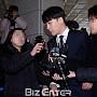 '성접대 의혹' 승리, 피의자 신분으로 경찰 출석