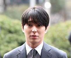 '몰카 논란' 최종훈, 피의자 신분 경찰 출석