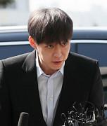 박유천, 피의자 신분 경찰 출석