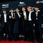 방탄소년단(BTS), 빌보드 2관왕…뿌듯한 기념사진 촬영 현장