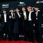 방탄소년단(BTS), 빌보드 2관왕…뿌듯한 기념사진 ...