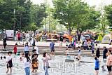 [포토] 여의도 물빛광장 찾은 시민들