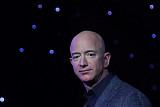 """베이조스 아마존 CEO, 자동차 산업에 야심?…""""큰 흥미 갖고 있다"""""""