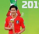 """[U-20 월드컵] 이강인, 한국 남자 선수 사상 첫 '골든볼' 수상…""""새 역사 썼다!"""""""