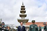 박원순 시장, 콜롬비아 '한국전참전기념탑' 추모ㆍ헌화