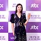 [비즈 포토]김희애, 환한 미소와 아름다운 손인사