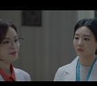 """'슬의' 조이현, '기억 속 의사선생님' 전미도인 것 알고 눈물 """"교수님 엄마가 보고 싶어요"""""""