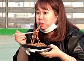'전지적 참견 시점' 홍현희, 청양고추 첨가 신세계 짜장면 맛에 감탄