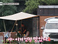 철마산 '바퀴달린집' 찾은 배우 엄태구ㆍ박혁권ㆍ이정은ㆍ고창석…나이 초월한 우정