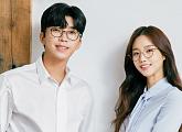 임영웅, 김유미와 안경 화보…'미스터트롯' 진(眞)과 '미스코리아' 진(眞)의 만남