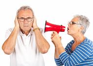 """70대 3명 중 2명이 겪는 난청, """"놔두면 청력 잃어"""""""