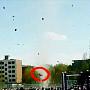 중국 회오리바람에 초등생 상공으로 '공중부양'