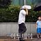 [일기예보] 26일 날씨, 역대급 무더위 '주춤'…당분간 30도 안팎 유지할 듯