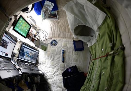 """우주선 안 침실 모습 """"집처럼 편안해요"""" - 이투데이"""