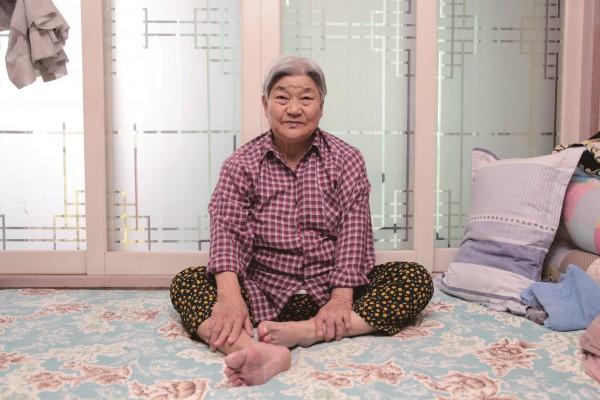 ▲한 소장의 어머니 박외조씨는 자식들에게 부담을 주지 않으려고 일흔이 넘어서도 일을 했다. (사진=한기호 소장 제공)