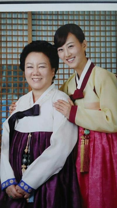 (사진=장윤정 모친 육흥복 씨(왼쪽)와 장윤정)