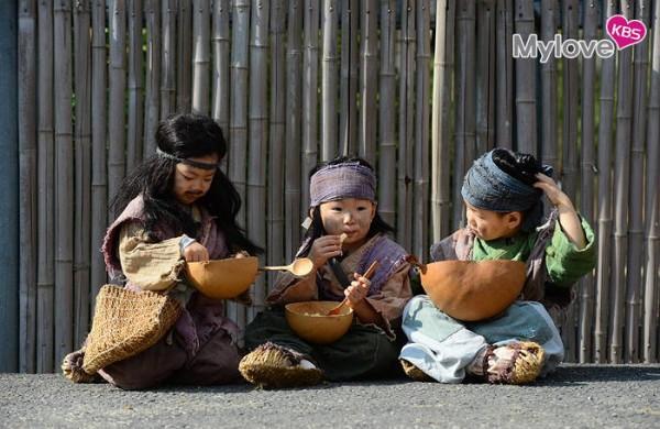 变身为朝鲜时代的小乞丐,可爱的模样让大众喜爱不已.