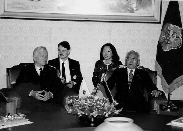 ▲폰 바이체커 독일 대통령 방한 당시 박준규 국회의장 통역. (1991. 2)