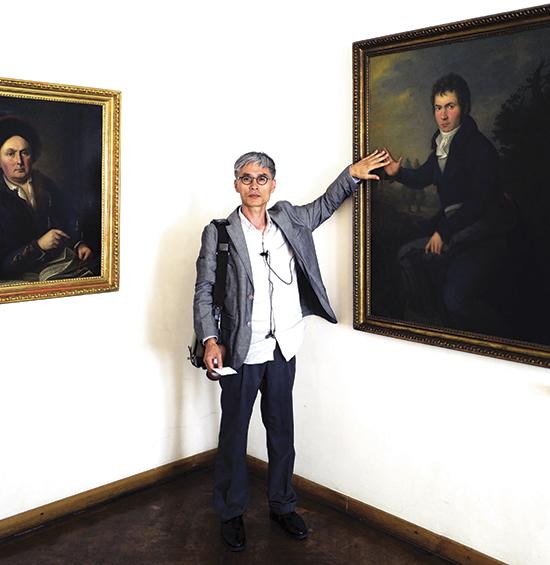 ▲2015년 8월, 오스트리아 빈의 베토벤하우스에서 전호근 교수.(전호근 교수 개인 소장)