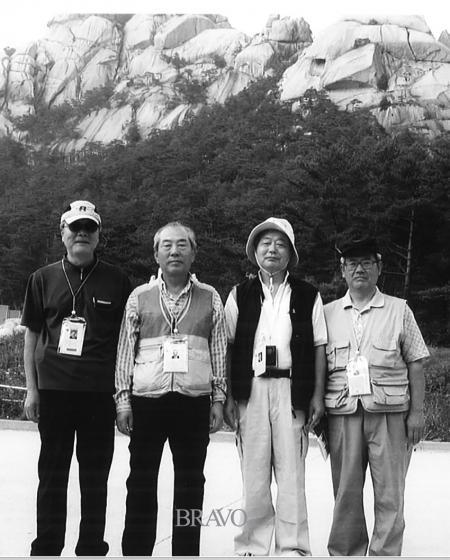 ▲2005년 여름 금강산 관광길에 온천욕을 마치고.