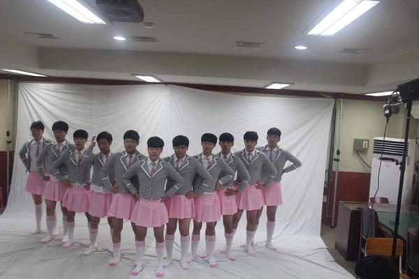 ▲의정부고 졸업사진 아이오아이 패러디(사진=페이스북)