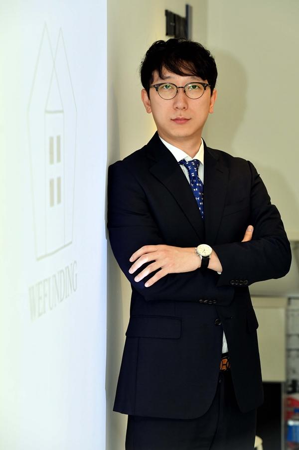 ▲이지수 위펀딩 대표가 19일 서울 대치동 본사에서 이투데이와 인터뷰를 갖고 포즈를 취하고 있다. (신태현 기자 holjjak@)