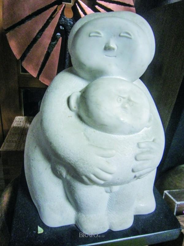 ▲유영교 <모자상(母子像)>. 대리석 26cmx34cmx27cm, 1992년
