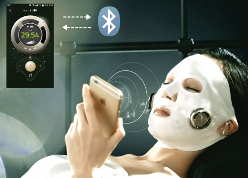 ▲어거스트텐의 '시크릿810 듀얼액션 마스크'는 스마트폰으로 피부상태를 확인할 수 있다. (사진제공 SK그룹)