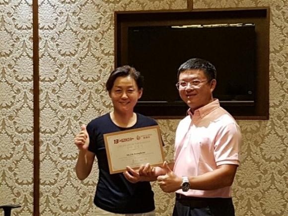 ▲타이거범띠골프클럽 오승현 회장(왼쪽)