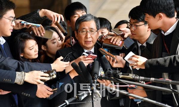 'CJ 이미경 사퇴 압박' 조원동 前 수석, 11시간 조사 후 귀가 ...