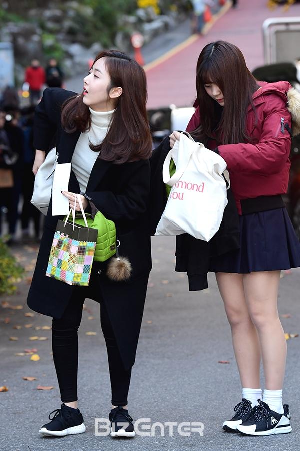▲여자친구 신비, 엄지(사진=윤예진 기자 yoooon@)