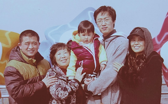 ▲이식 기증자로 나서준 둘째 오빠와 한국에서.