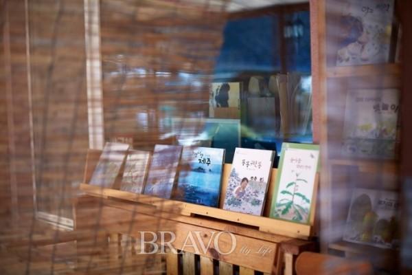 ▲숲속 작은 도서관은 입구에 들어서기 전부터 책이 잔뜩 보인다.(오병돈 프리랜서(Studio Pic) obdlife@gmail.com)