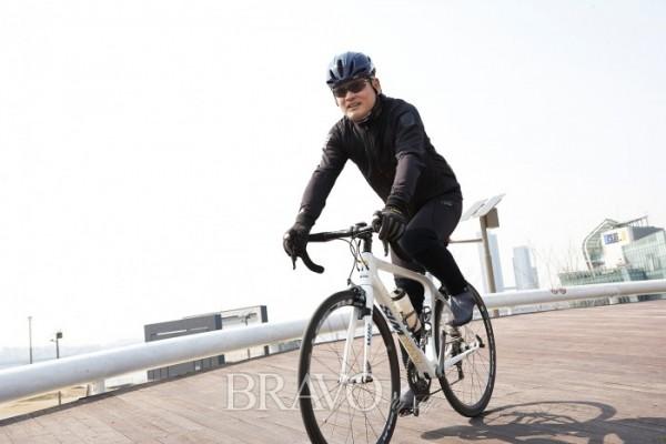 ▲소문난 자전거 마니아 유인촌(박규민)