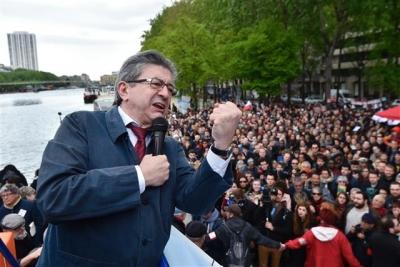 ▲오는 23일(현지시간) 프랑스 대선 1차 투표를 앞두고 극좌파 후인 장뤼크 멜랑숑이 파리에서 선거 유세를 하고 있다. 출처 = AFP연합뉴스