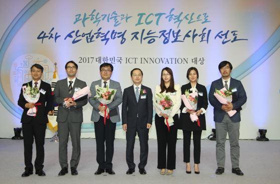 ▲유니온커뮤니티는 백영현(왼쪽 두번째) 연구소장이 ICT 이노베이션대상 미래창조과학부 장관상을 수상했다고 8일 밝혔다. (사진 = 유니온커뮤니티 제공)