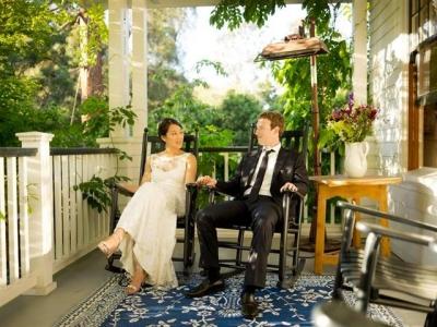 ▲페이스북의 마크 저커버그 최고경영자(CEO)가 아내와의 5주년 결혼기념일에 기념 웨딩촬영을 했다. 출처 = 마크 저커버그 CEO 페이스북 캡쳐.