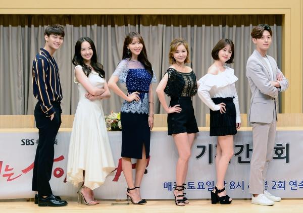 ▲SBS 토요드라마 '언니는 살아있다' 팀(사진=SBS)