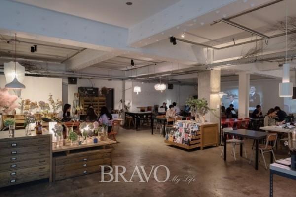▲'자그마치'는 성수동 카페거리 초입에 있는 카페로 인쇄 공장을 개조한 곳이다. 성수동 카페거리의 원년 멤버라고 할 수 있다.(사진 김수현 player0806@hotmail.com)