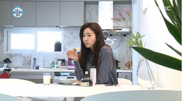 ▲배우 김사랑은 데뷔 18년 만의 첫 예능 프로그램으로 '나혼자 산다'를 선택해 화제를 모았다. (사진=MBC '나혼자 산다')