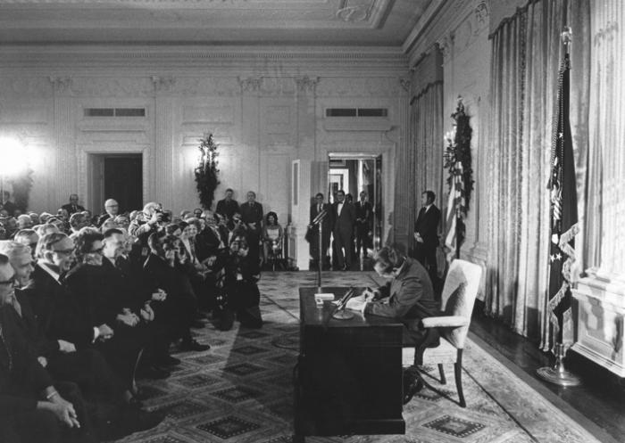 ▲그림  1 : 1971년 12월 리처드 닉슨 (Richard Nixon) 당시 미국 대통령에 의해