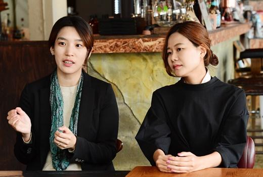 ▲김보배(오른쪽) 컬쳐어스 대표와 김성은(왼쪽) 이사가 13일 서울 서대문구 대현동의 한 카페에서 이투데이와 인터뷰를 하고 있다. 고이란 기자 photoeran@