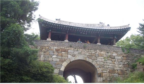 ▲남한산성 남문 지화문 (백외섭 동년기자)