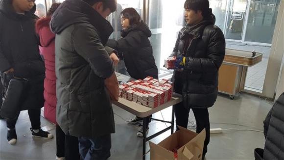 ▲플렉스파워는 8076명 연주자 전원에게 온열효과가 있는 제품을 제공했다.