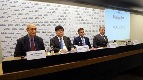 ▲폴루스는 20일 터키의 사야그룹(SAYA Group) 계열사인 팜액티브(Pharmactive)와 터키 현지에 조인트벤처(JV) 설립과 바이오시밀러 공장을 건설할 계획이라고 밝혔다. 사진은 레반트 셀라모글루(Levent Selamoglu) 사야그룹 부회장(왼쪽부터), 남승헌 폴루스홀딩스 대표이사 회장, 하룩 산작(Haluk Sancak) 사야그룹 회장, 파티 (Fatih ) 팜액티브 COO.