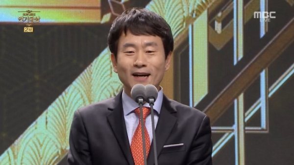 ▲대상 시상을 맡은 단역배우 최교식(사진=MBC '연기대상')