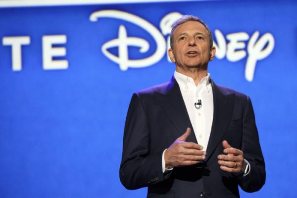 ▲로버트(밥) 아이거 월트디즈니 CEO가 7월 14일(현지시간) 미국 캘리포니아 주 애너하임에서 열린 디즈니 레전드 시상식에서 연설하고 있다. 블룸버그