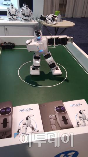 ▲중국 에일로스(AELOS) 댄싱 로봇. (오예린 기자 yerin2837@)