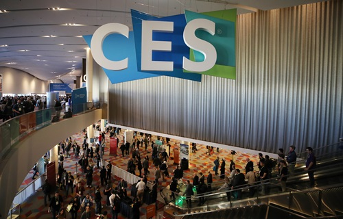 ▲세계 최대 가전·IT 박람회인 'CES(Consumer Electronics Show) 2018' 개막 이틀째인 10일(현지시간) 미국 네바다주 라스베이거스 샌즈 엑스포(Sands expo)의 전시장에 CES 조형물이 설치돼 있다. (연합뉴스)