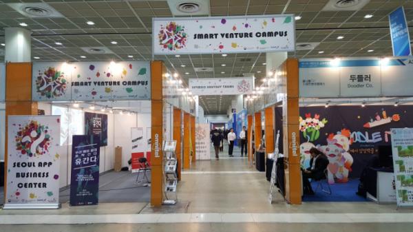 ▲옴니텔 스마트벤처캠퍼스는 이달 24일부터 26일까지 사흘간 서울 삼성동 코엑스에서 열리는  '제15회 대한민국 교육박람회(EDUTEC KOREA 2018)'에 참가, 소속 8개 에듀테크 스타트업의 제품과 서비스를 소개할 예정이다. 사진은 전시장 내 옴니텔 공동관 전경.(사진제공=옴니텔)